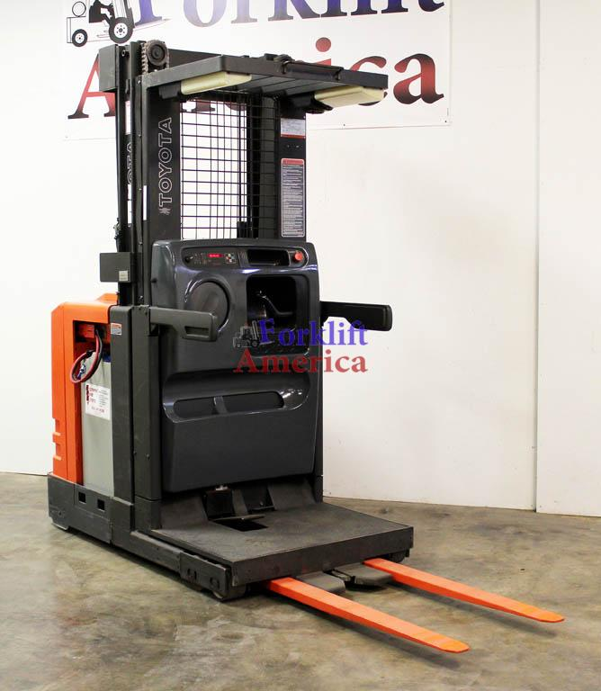 used-toyota-6bpu15-order picker-forklift-st. louis-missouri