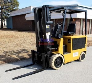 LOW HOUR 5,000 LB Caterpillar 2EC25E Cushion Forklift (St. Louis)